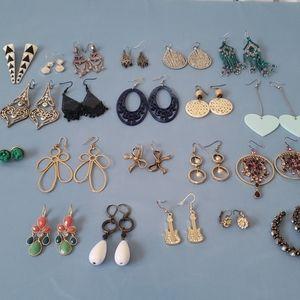 Lot of 21 pairs of earrings